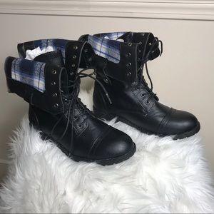 Shoes - NWOT women's Combat Boots